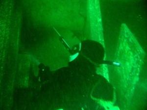 Undervandsjagt på vrag med en lille harpun