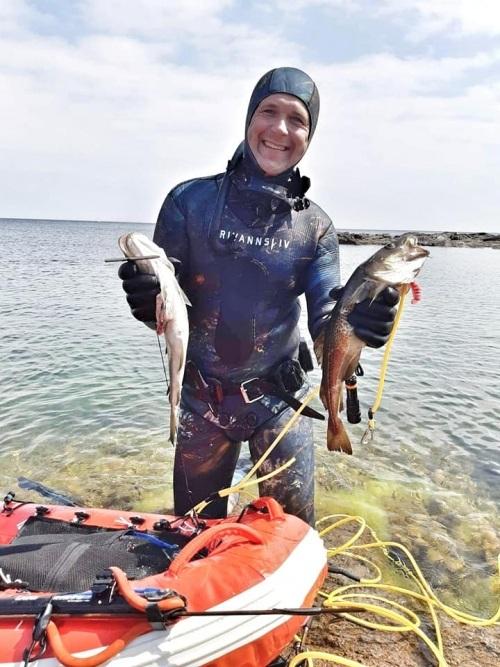 morten med torsk bornholm 500x667 - Frivannsliv våddragt EVO 2 Nordic 7mm